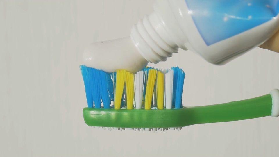 Ist teuer gut? Zahnpasta-Marken geprüft von der Stiftung Warentest
