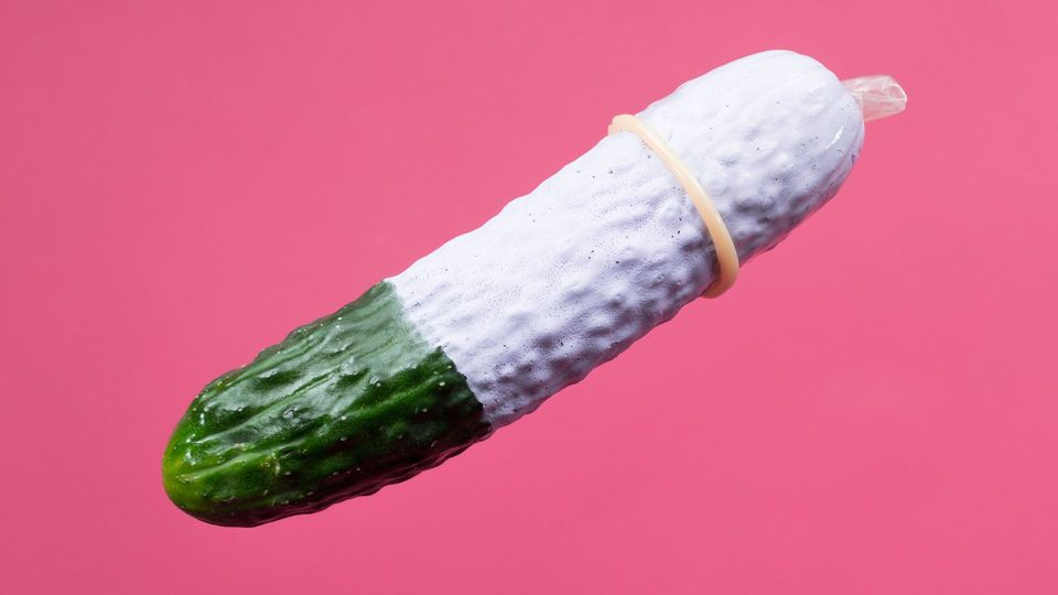 Kondom überziehen: So geht garantiert nichts schief
