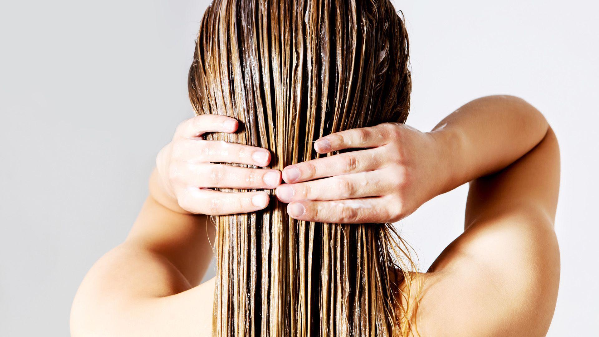 Haarkur selber machen: 2 Rezepte für glänzend gepflegte Haare