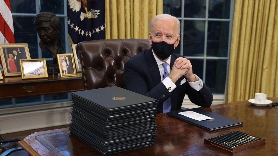 Joe Biden entfernt Trumps kuriosen roten Knopf