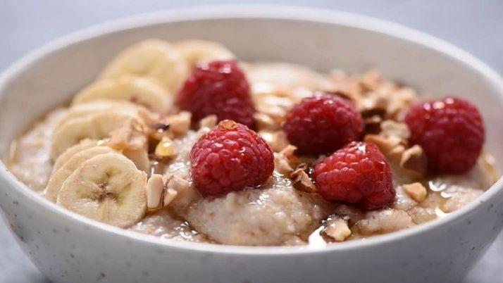 Haferbrei zum Frühstück: Diese 3 Porridge-Fehler machen dick